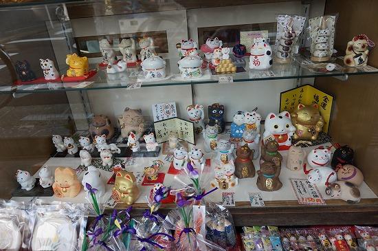 東肥軒の招き猫などの雑貨写真