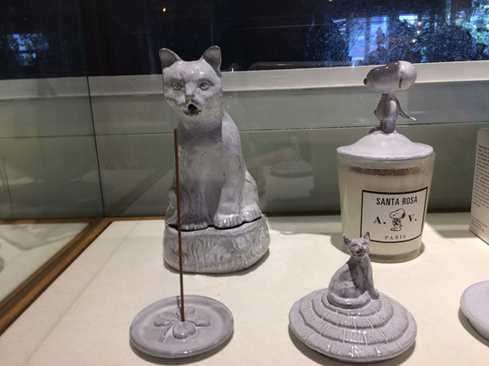 猫のインセンススタンドとキャンドルの蓋
