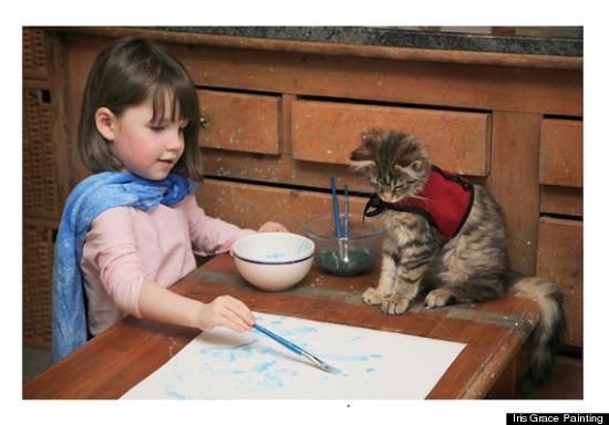 アイリスと猫の写真