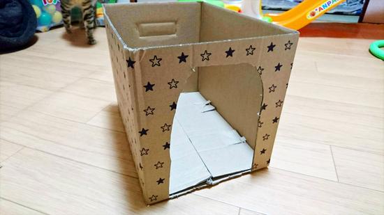 箱でつくる猫用ハウス型ベッドの作り方1
