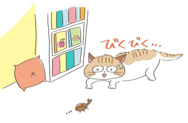 驚いて姿勢を低くする猫のイラスト
