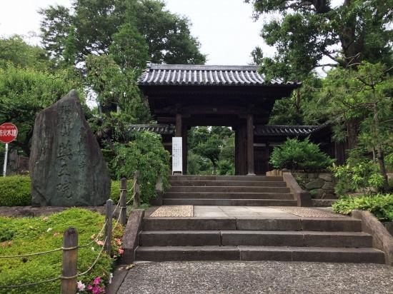 薬王院の門の写真