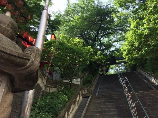 亀岡八幡宮の階段の写真